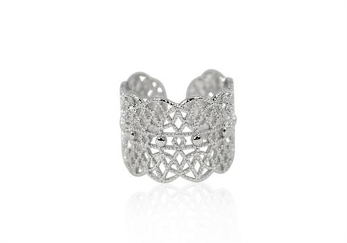 A Ring i sølv gitter