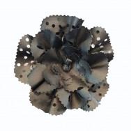 Blomst i sort læder